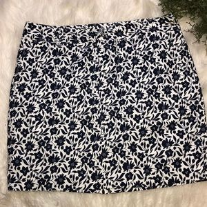 Chaps Skirt  Navy Blue Floral with Pockets Sz 12